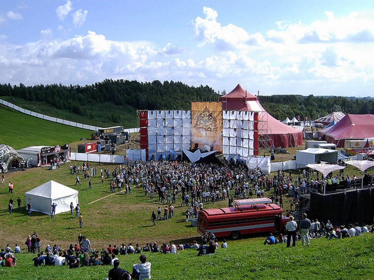 TomorrowlandMainStage_2005_2.jpg